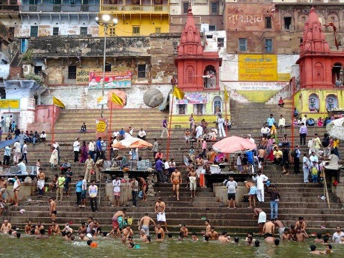 Baden in de Ganges bij Varanasi
