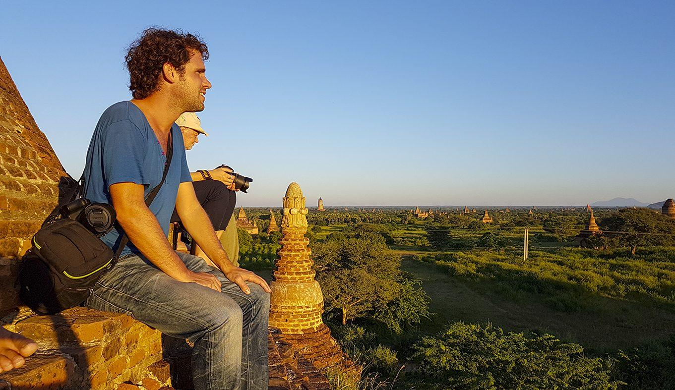 De zonsondergang bekijken vanaf de Bagan Bulethi