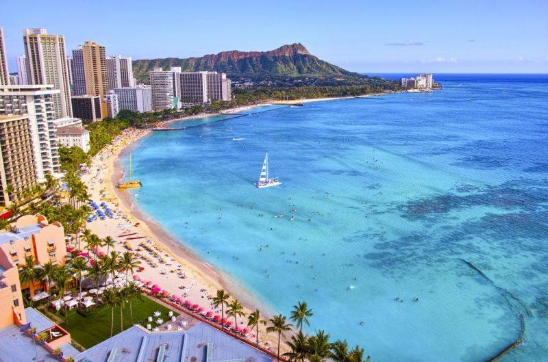 Het Waikiki Beach van Honolulu op Oahu eiland Hawaii
