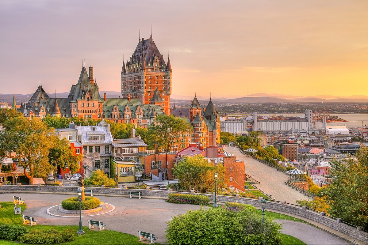 Frontenac Castle in Old Quebec City in de prachtige zonsopgang