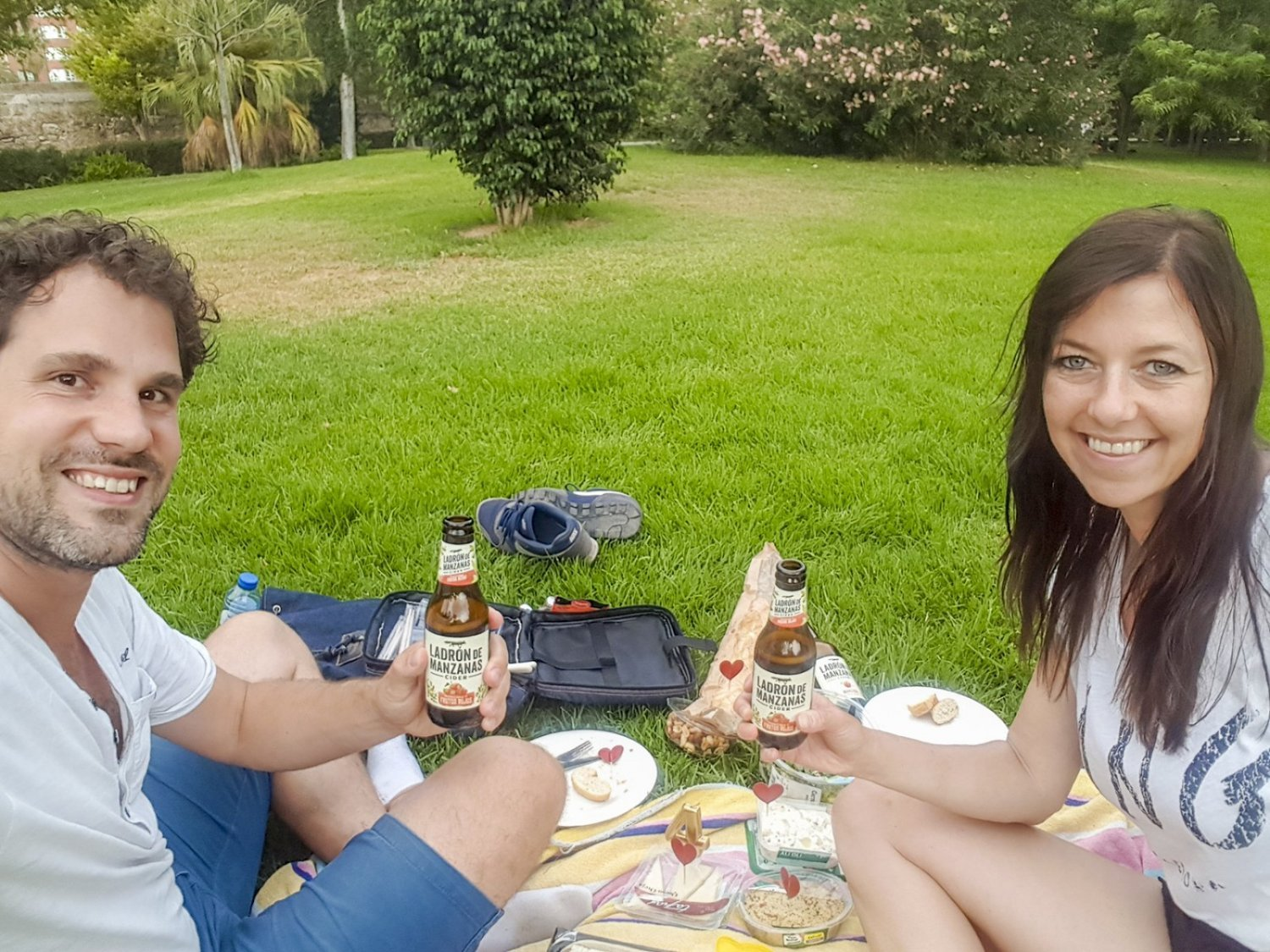 Picknicken in Jardin del Turia in Valencia