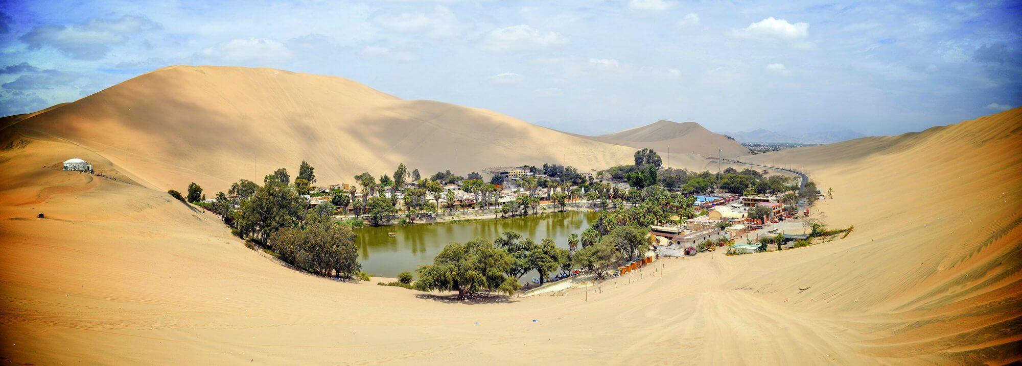 Huacachina in Peru is een prachtige oase tussen de zandduinen