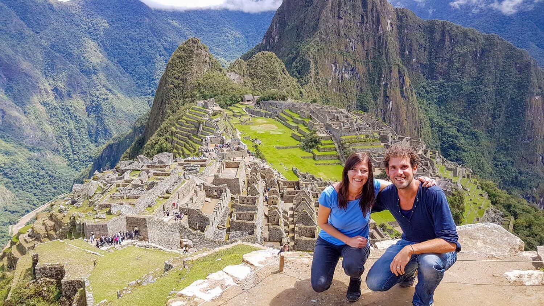 Monique en Ydwer op het mooiste uitzichtpunt van Machu Picchu in Peru