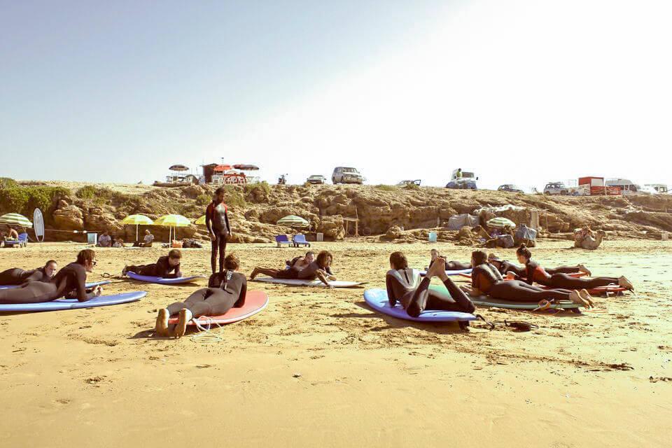 Leren surfen in Agadir